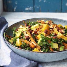 Denne salat er i øvrigt kommet på bloggen 😃🙋🌱 bagte gulerødder i en marokkansk dressing, grønkål, avo, appelsin og soyamandler. Den er seriøst lækker og nu at finde igennem mit link.. 🍊 Food N, Good Food, Food And Drink, Veggie Recipes, Salad Recipes, Healthy Recipes, Vegan Gains, Vegan Runner, Easy Food To Make