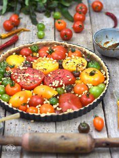 Vollkorn Tomatentarte mit Pesto, Zedernkernen und Chili