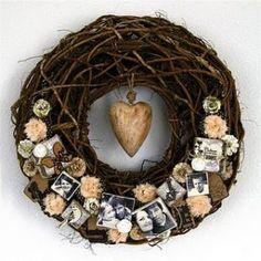 DIY photo wreath by Birgit Koopsen Wreath Crafts, Burlap Wreath, Diy Crafts, Wreath Ideas, Grapevine Wreath, Door Wreaths, Picture Wreath, Photo Craft, Diy Photo