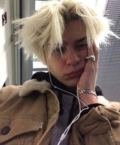 pain has no face Beautiful Boys, Pretty Boys, Beautiful People, Aesthetic People, Aesthetic Boy, Grunge Boy, Tumblr Boys, Hot Boys, Look Cool