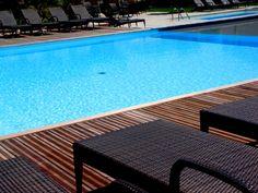 La belle #piscine pour se rafraîchir et les confortables #transats pour se reposer. #sud #france #gard #ardeche #provence #barjac