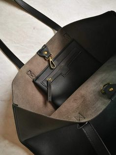 Oversized Tote Bag for Women: Black & Brown Leather Totes Leather Purses, Leather Handbags, Leather Tote Bags, Brown Leather Totes, Leather Bags Handmade, Black Tote Bag, Luxury Bags, Tote Handbags, Fashion Bags