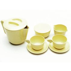 Set in plastica compatto da trasporto paese Italia anni 70 colore giallo in plastica  Plastic tea set with teapot dairy sugar bowl and two cup  #tea #teaset #plastic #vintage #design #spazio900design #modernism #hipster #travel  http://ift.tt/1oXOYfW