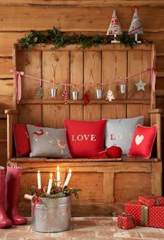 Holiday decorated bench via tinywhitedaisies