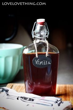 It& easier than you think to make your own homemade vanilla! Cherry Liqueur, Raspberry Liqueur, Vanilla Extract Recipe, Vanilla Flavoring, Homemade Vanilla, Homemade Chocolate, Moonshine Still Kits, Coffee Liqueur Recipe, Veggetti Recipes