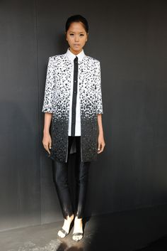 See the complete Pamella Roland Spring 2013 Ready-to-Wear collection.