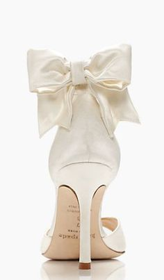Kate Spade- could be my wedding shoes! Cute Shoes, Me Too Shoes, Wedding Accessories, Fashion Accessories, Perfect Day, Little Presents, Bridal Fashion Week, Glass Slipper, Bridal Shoes