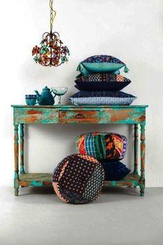 FORA DO LUGAR   E quem disse que as almofadas não podem sair do sofá? Inspire-se para fazer diferente na decoração! inspiracao #decoracao  #DIY #ficaadica #SpenglerDecor