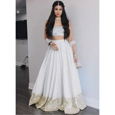 This weeeding White Silk Party Wear Lehenga With White Dupatta Indian Party Wear, Indian Wedding Outfits, Indian Lehenga, Lehenga Choli, Lehenga White, Western Lehenga, Indian Attire, Indian Ethnic Wear, Pakistani Dresses