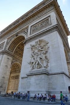 Arche de Triumphe - had cafe au lait and croissant at a cafe one block from the monument. It's SO beautiful!