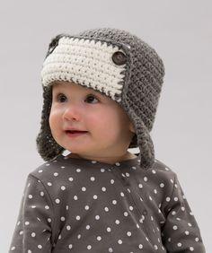 Mantén a tu bebé protegido del frío con este gorro estilo aviador. Elige tonos neutros para combinarlo con cualquier vestimenta y crea un look de todo un valiente.