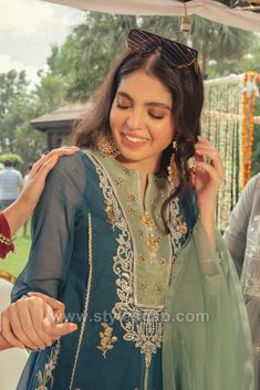 Indian Paksitani Stylish & Best Neckline Gala Designs for Asian Girls 2020 Collection for Asian Women consists of simple casual, heavy formal neck styles Party Wear Indian Dresses, Pakistani Fashion Party Wear, Wedding Dresses For Girls, Indian Outfits, Girls Dresses, Embroidery Suits Punjabi, Embroidery Dress, Designer Punjabi Suits, Indian Designer Wear