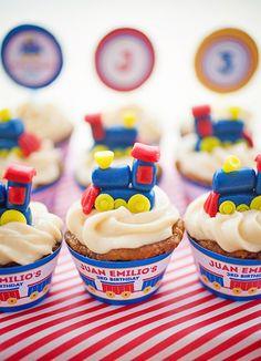 54 trendy ideas cupcakes for kids boys train cakes Trains Birthday Party, Train Party, 2nd Birthday Parties, Birthday Fun, Birthday Ideas, Train Cupcakes, Cupcakes For Boys, Cupcake Party, Party Cakes