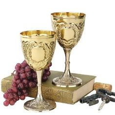 Medieval Knights Royal Chalice Brass Wine Goblet Cup - set of 2 Medieval Home Decor, Toasting Flutes, Medieval Knight, Medieval Gothic, Wine Goblets, Cupping Set, Metal, Wine Glass, 3 D
