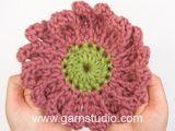 Fleur DROPS au crochet: Marguerite, en Safran. Modèle gratuit de DROPS Design.