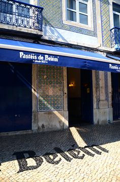 Pasteis de Belem - Best place to eat Pasteis de Nata in Lisboa partez en voyage maintenant Visit Portugal, Portugal Travel, Spain And Portugal, Belem Portugal, Portuguese Culture, Voyage Europe, Southern Europe, Places To Visit, Around The Worlds