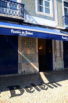 Pasteis de Belem - Best place to eat Pasteis de Nata in Lisboa partez en voyage maintenant Visit Portugal, Spain And Portugal, Portugal Travel, Belem Portugal, Portuguese Culture, Voyage Europe, Southern Europe, Places To Visit, Around The Worlds