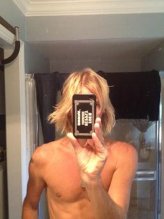 Taylor Hawkins and his sexy flowing blond hair