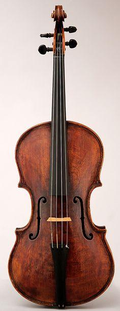 NMM 3368.  Viola by Gasparo da Salo, Brescia, before 1609