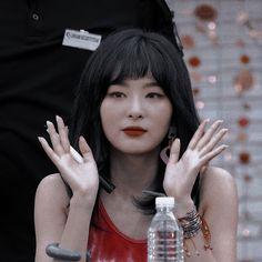Foto Gif, Flower Shower, Red Velvet Seulgi, Kang Seulgi, Red Queen, Red Aesthetic, Kpop Girl Groups, Sooyoung, My Little Girl