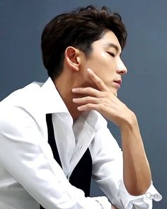Lee Joongi as Mr Cameron on Joylada Korean Star, Korean Men, Asian Actors, Korean Actors, Korean Idols, Korean Dramas, Lee Jong Ki, Scarlet Heart Ryeo, Super Junior