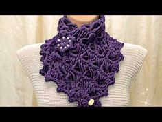 Tutorial sciarpa all'uncinetto - Dallas dream scarf rivisitata - bufanda crochet - crochet scarf - YouTube Crochet Cowel, Crochet Flower Scarf, Crochet Cowl Free Pattern, Crochet Collar, Crochet Scarves, Crochet Motif, Irish Crochet, Crochet Clothes, Crochet Stitches