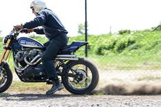 Harley Davidson XR1000 Street Tracker by Red Manx Speed Shop #motorcycles #streettracker #motos | caferacerpasion.com