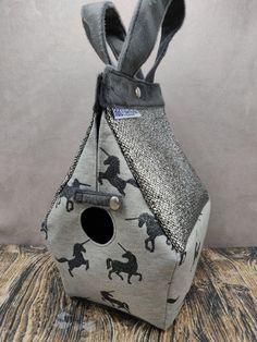 Eenhoorn Unicorn Birdhouse Bag voor breiers of hakers, Vogelhuis Breitas/projecttas, helemaal gevoerd by FiberRachel on Etsy The Last Picture Show, Yarn Bowl, Knit Or Crochet, Knitted Bags, Birdhouse, Unicorn, Shapes, Knitting, Projects