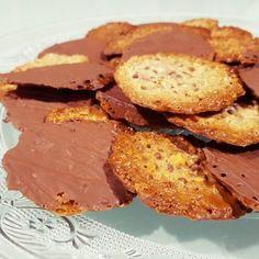 Moscovitas de Rialto en Oviedo. Receta de galletas de almendras y chocolate fáciles, rápida y riquísimas. Los que no las conocéis, tenéis que hacerlas ya. Veggie Recipes, Sweet Recipes, Cookie Recipes, Snack Recipes, Snacks, Lace Cookies, Cupcake Cookies, Coconut Cookies, Chocolate Cookies