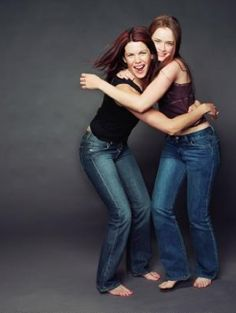 If you're looking for inspirational quotes from your favorite Gilmore Girls characters such as Lorelai and Rory, these are the very best. Gilmore Girls Cast, Gilmore Gilrs, Gilmore Girls Quotes, Lorelai Gilmore, Rory Gilmore Style, Gilmore Girls Fashion, Lauren Graham, Alexis Bledel, Actress Photos
