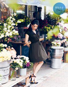 ユニクロ 特集 |Domani 知花くららが着る 通勤クールビズプラン|WOMEN Bridesmaid Dresses, Wedding Dresses, Uniqlo, Scene, My Style, Board, People, Image, Ideas