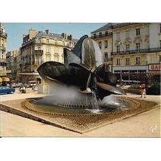 """La fontaine """"rose des sables"""" anciennement place du Ralliement à Angers. À lire : le rendez-vous ancestral particulier sur www.murmuresdancetres.blogspot.fr © PriceMinister.com"""