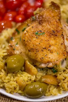 """Spanish Olives Chicken and Rice made in a single cast iron skillet is a gorgeous meal made easy with delicious Spanish queen green olives, caramelized onions, garlicand saffron rice. Spanish Olives Chicken and Rice is one of those """"that looks super intimidating"""" dishes that you can make with almost no extra effort over your every… Tapas Recipes, Dinner Recipes, Cooking Recipes, Dinner Ideas, Tapas Ideas, Cooking Games, Ww Recipes, Olive Recipes, Gastronomia"""