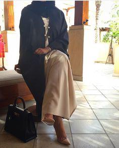 IG: Cuvier.KSA    Modern Abaya Fashion    IG: Beautiifulinblack