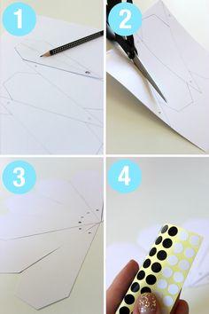 Kom sommerheden i forkøbet med denne DIY-tutorial. Se her hvordan du kan lave din egen vifte til at have i strand/ rejsetasken. Print skabelonen, udvælg pap i lækre farver, pynt med klistermærker og saml viften. 1.Print skabelonen, og tegn derefter op på dit papstykke, så der er syv x af skabelonen. 2. Klip skabelonerne ud. …