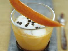 Lassi mit Mango und Papaya ist ein Rezept mit frischen Zutaten aus der Kategorie Südfrucht. Probieren Sie dieses und weitere Rezepte von EAT SMARTER!