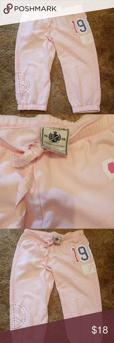 VS PINK CAPRIS SIZE LARGE Bought new wore 3 times too tight on my calves.nothing wrong with them. PINK Victoria's Secret Pants Capris