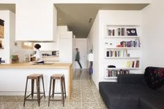 Located in Barcelona, Spain, this cozy apartment was designed by Nook Architects. Description by Nook Architects This century-old dwelling . Cozy Kitchen, Living Room Kitchen, Kitchen Stools, Family Kitchen, Island Kitchen, Apartment Interior Design, Kitchen Interior, Nook Architects, Küchen Design