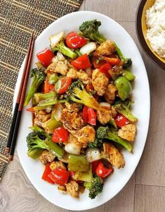 Black Pepper Chicken Stir Fry-Pepper Poultry Stir Fry menu is ridiculously easy to make with things that you curently have in your pantry. Fast, packed with flavour and best offere. Fish Dinner, Seafood Dinner, Stir Fry Menu, Black Pepper Chicken, Chicken Stir Fry, Baked Chicken, Pasta Dinners, Chicken Stuffed Peppers, Quick Dinner Recipes