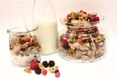 Low Carb Granola is number one option for Breakfast. The crunchiness of it and the look like the real deal will blow your mind. Low Carb Granola, Gluten Free Granola, Grain Free Granola, Atkins Recipes, Diabetic Recipes, Low Carb Recipes, Diabetic Foods, Pumpkin Souffle, Cornflakes