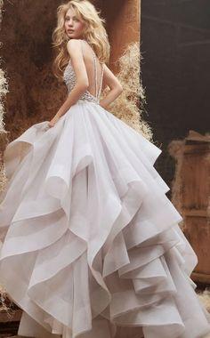 Astrid looks damn gorgeous. Wedding Dresses 2018, Elegant Wedding Dress, White Wedding Dresses, Prom Dresses, Bridal Collection, Dress Collection, Princesse Disney Swag, Lingerie Fine, Fashion Mode