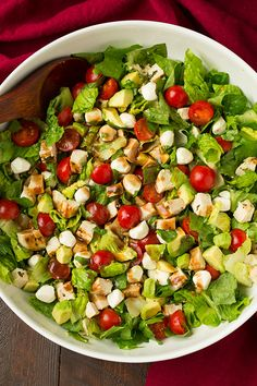 Pin for Later: 29 Ways to Cook Your Favorite Lean Protein: Boneless, Skinless Chicken Breasts Caprese and Avocado Salad Get the recipe: caprese and avocado chopped salad Main Dish Salads, Dinner Salads, Main Dishes, Cooking Avocado, Caprese Chicken, Chicken Avacado, Chicken Salad, Cooking Recipes, Healthy Recipes