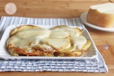 PATATE MATTE ricetta contorno furbo facile e veloce Lasagna, Pizza, Potatoes, Bread, Cheese, Ethnic Recipes, Food, Mary, Facebook