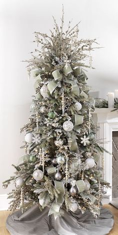 Interesting Silver And White Christmas Tree Decorations Ideas. If you are looking for Silver And White Christmas Tree Decorations Ideas, You come to the right place. White Christmas Tree Decorations, Christmas Tree Images, Elegant Christmas Trees, Christmas Tree Inspiration, Silver Christmas Tree, Christmas Tree Design, Noel Christmas, Xmas Trees, Christmas Gifts