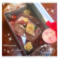 近所の、仲良くしてもらってる家族へバレンタインプレゼント ロールケーキとチョコマフィン。 ラッピングする前写メ撮るの忘れたーσ(^_^;) - 150件のもぐもぐ - 友チョコロールケーキ by Sachichi