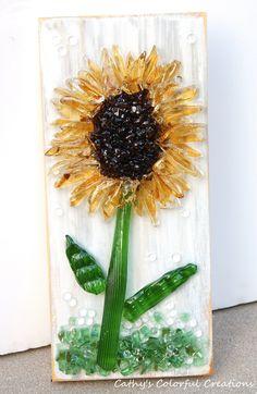 Broken Glass Crafts, Broken Glass Art, Sea Glass Crafts, Shattered Glass, Sea Glass Art, Stained Glass, Glass Fusing Projects, Sunflower Art, Crushed Glass