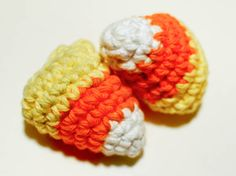 Free crochet candy corn pattern #crochet #pattern #Halloween - This is good inspiration for Fanfare Crafts Fall contest! It has already started, but you still have time to join! Submit your entry here> https://www.facebook.com/fanfarecrafts/timeline
