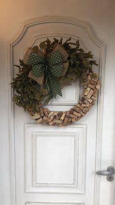 Diy Spring Wreath, Diy Wreath, Handmade Christmas, Christmas Crafts, Christmas Ornaments, Christmas Tree, Diy Halloween Decorations, Christmas Decorations, Xmas Wreaths