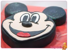 Tarta de Mickey con bizcocho genovés y fondant