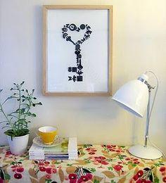 con objetos de escritorio pintados